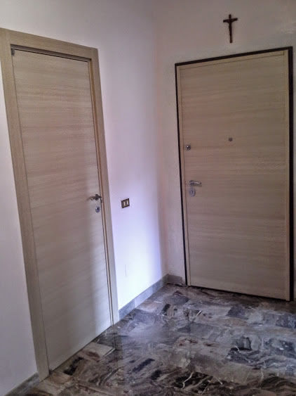 Porta interna e porta blindata in rovere sbiancato mdb for Mdb portas nurith