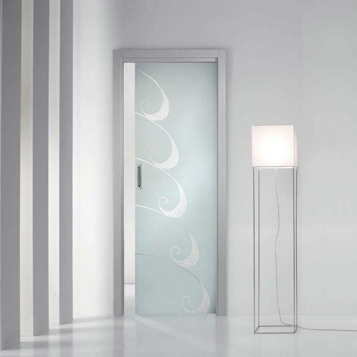 Porta scorrevole con decorazioni trasparenti mdbportas mdb portas - Decorazioni porte interne ...