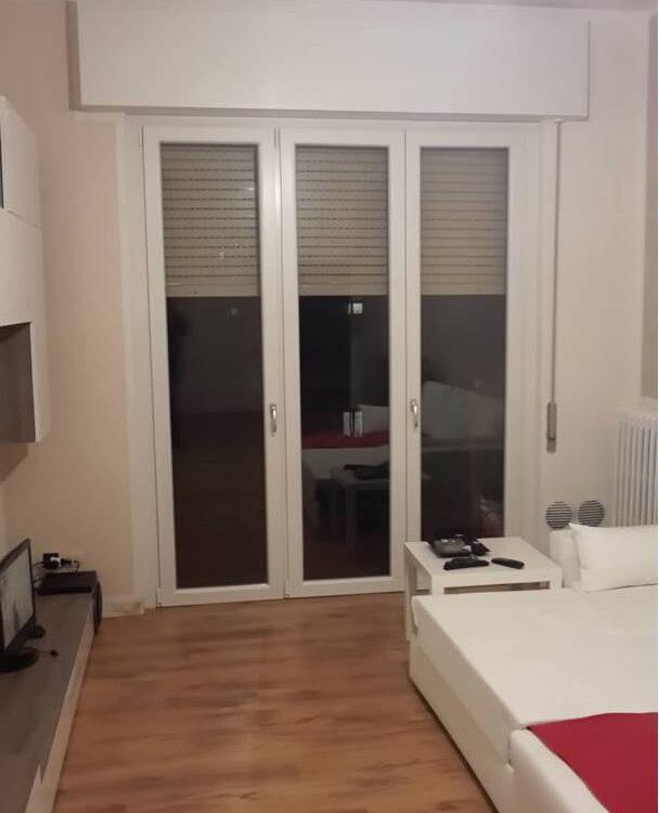 Mdb portas dimensioni disponibili porta scorrevole for Finestra scorrevole esterno muro